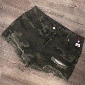 No boundaries distressed camo shorts